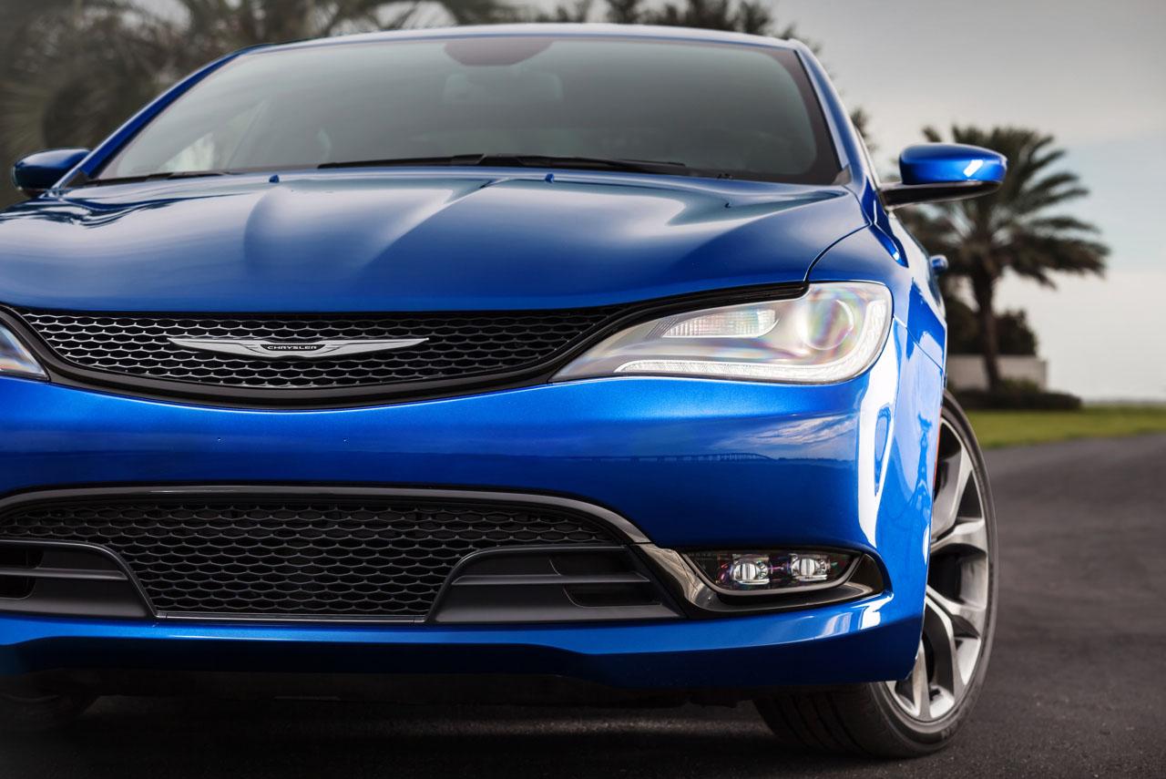 2015_Chrysler_200_Orlando.jpg