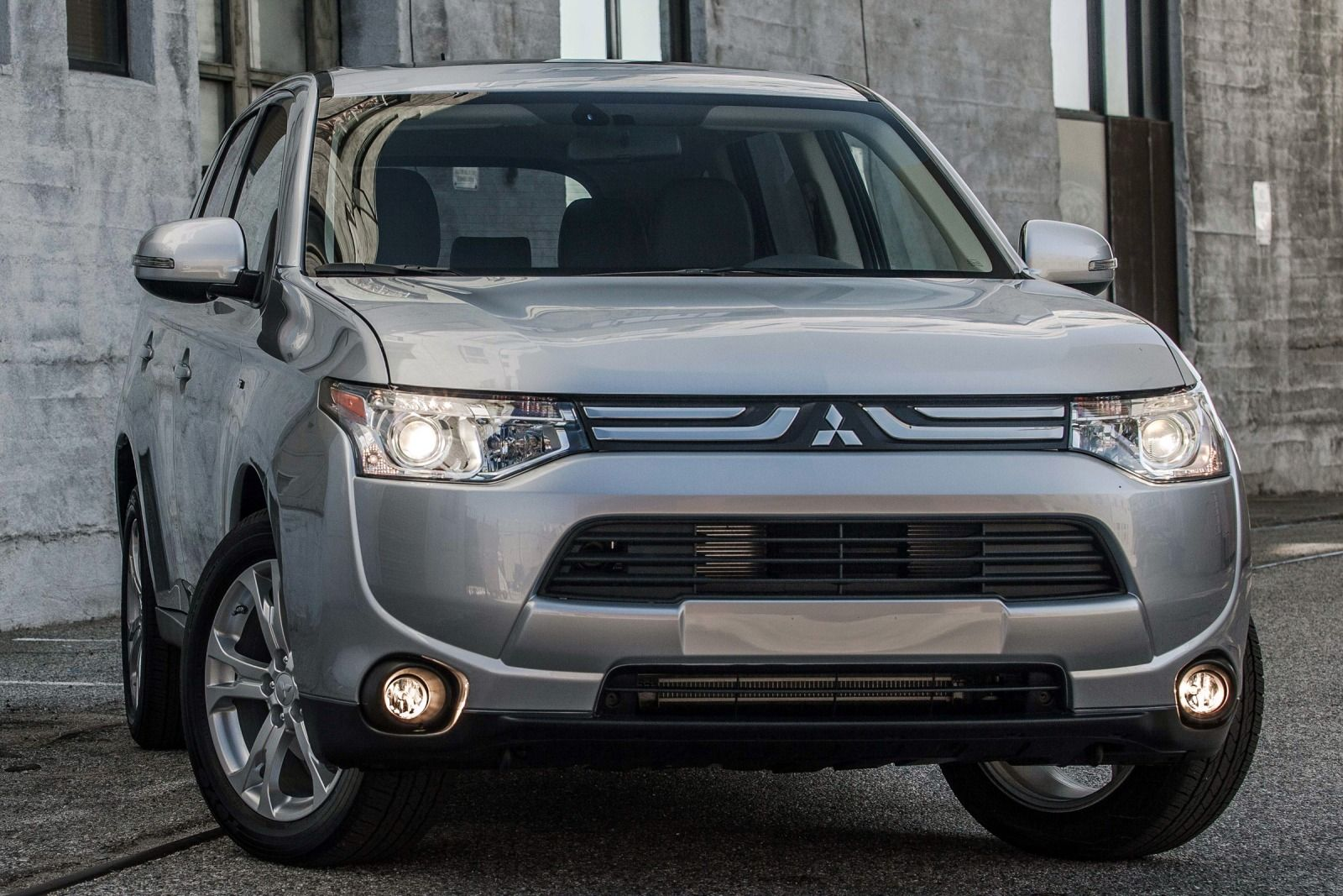 2015 Mitsubishi Outlander - Budget Friendly