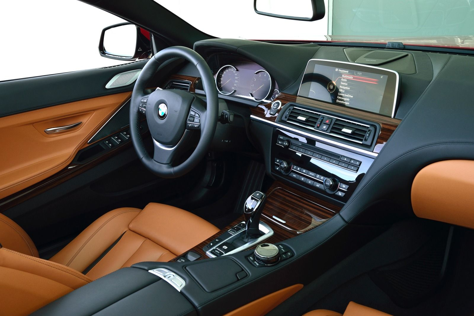 1015 BMW Series 6 - Interior